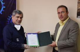 لوح تقدیر ریاست سازمان محیط زیست همدان به مدیر عامل محترم شرکت